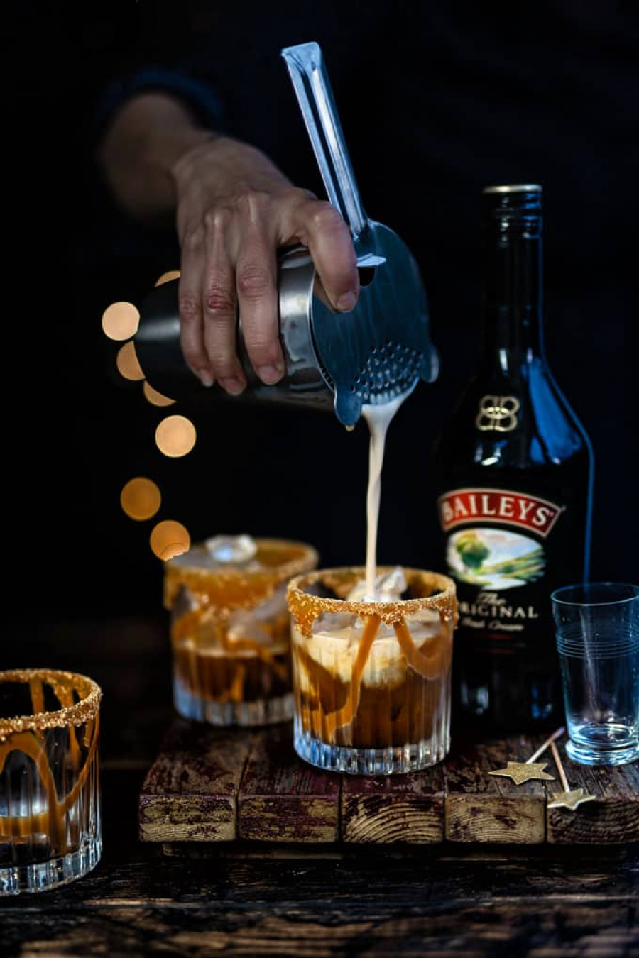 Baileys Chocolatini Cocktail 4 reasons why baileys is a warm hug on a cold day | social goat